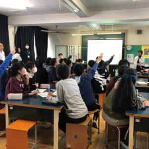 青年部会、小学6年生を対象に租税教室を開催